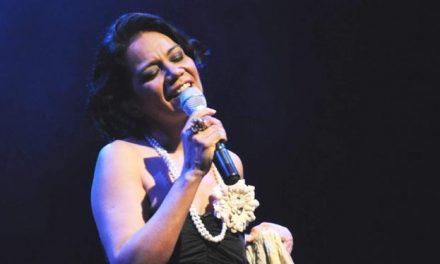 Simone Almeida comemora aniversário com live solidária