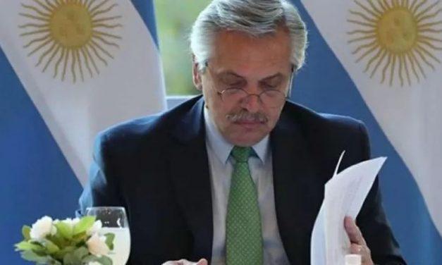 Em Paris, presidente argentino diz que compartilha com França preocupação com Amazônia
