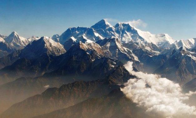 Dois alpinistas morrem no Everest