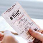 Loteria: Mulher diz que perdeu prêmio de R$ 140 mi em calça que foi lavada