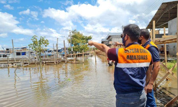 Enchente dos rios no Amazonas afeta mais de 400 mil pessoas