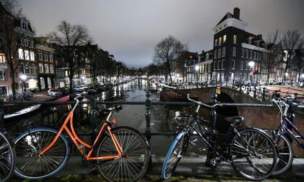 Profissionais do sexo voltam à ativa na Holanda com suavização de restrições da Covid