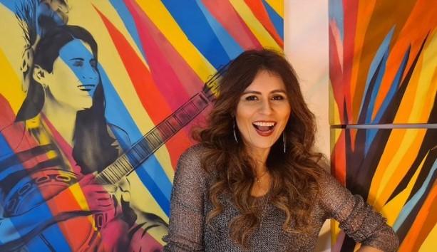 Lia Sophia canta em single os desafios da comunidade LGBTQIA+ no Brasil