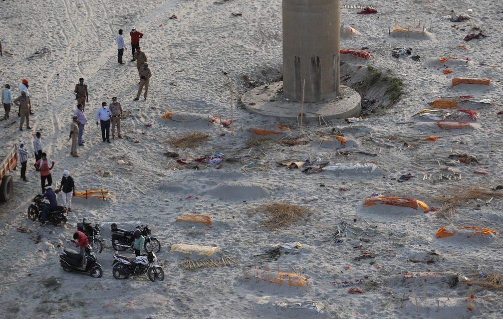 Índia bate novo recorde de mortes por Covid, mas casos despencam