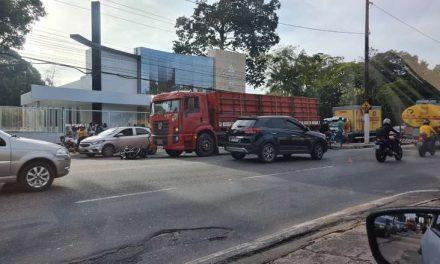 Motociclista morre ao se chocar com caminhão em Ananindeua