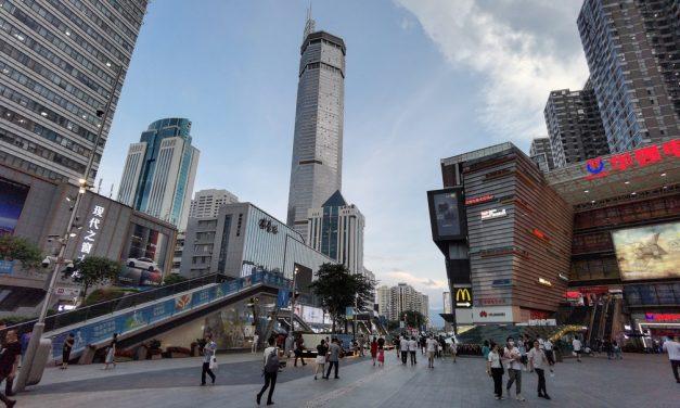Arranha-céu de 291 metros é evacuado na China após tremer