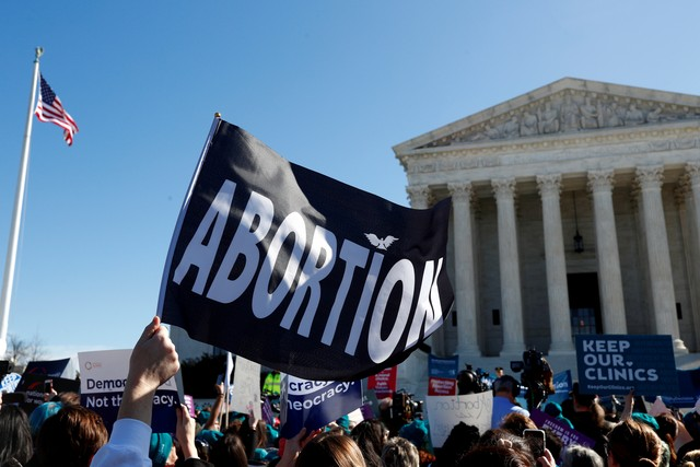 Aborto nos EUA: como novo caso na Suprema Corte pode limitar direito à interrupção da gravidez