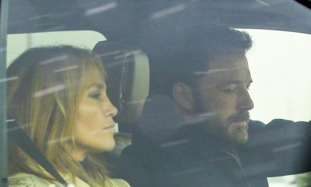 Jennifer Lopez teria voltado para Los Angeles para ficar com Ben Affleck, segundo revista