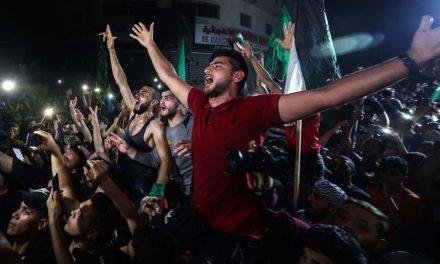 Palestinos comemoram cessar-fogo, e famílias conseguem voltar a bairros que foram alvo de bombas; fotos