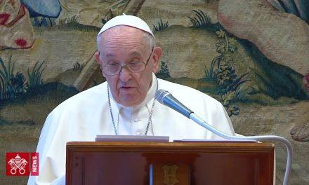 Igreja que se divide em direita e esquerda esquece Deus, diz Papa
