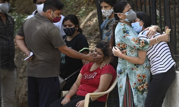 Índia se torna o 3º país a superar 300 mil mortes por Covid