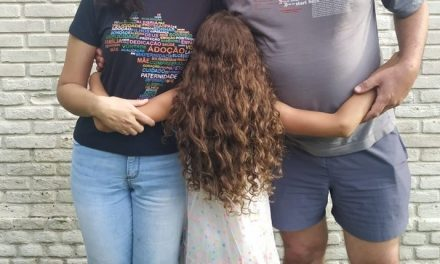 No Dia da Adoção, mãe de menina que Justiça mandou ser devolvida vê famílias 'desistindo da luta'