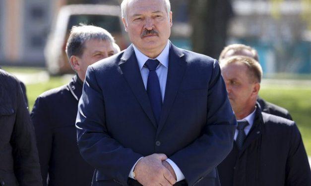 Ativistas e líder da oposição são condenados em Belarus