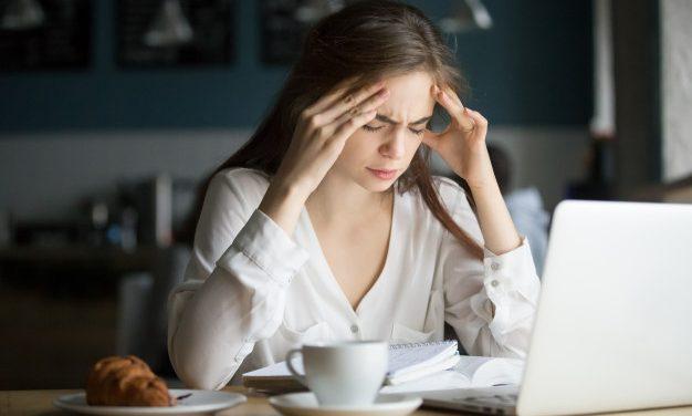 Especialista explica as causas enxaqueca e como evitar a dor de cabeça