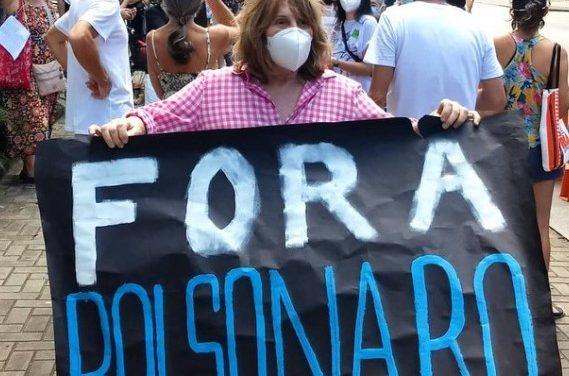 """Renata Sorrah pede """"Fora Bolsonaro""""; confira outros famosos nos protestos"""