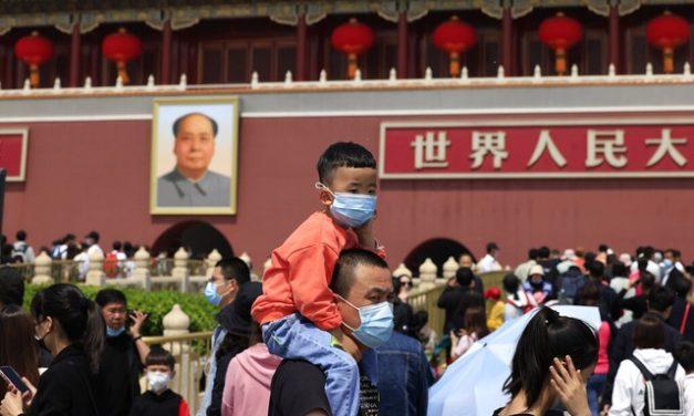 China diz que vai permitir que cada casal tenha até três filhos