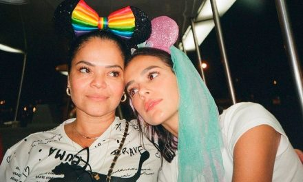 Bruna Marquezine posta foto rara e homenageia a mãe na web