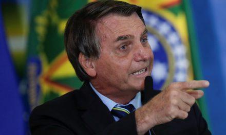 Bolsonaro faz pesquisa sobre situação salarial de policiais e governadores veem manobra