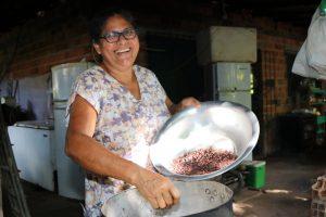 Agricultora familiar produz chocolate artesanal e derivados em Marituba