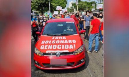 Professor que manteve faixa 'Fora Bolsonaro Genocida' em carro não desrespeitou Lei de Segurança Nacional, diz PF