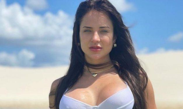 """Gabi Martins posta cliques de biquíni durante viagem e fãs elogiam: """"Deusa"""""""