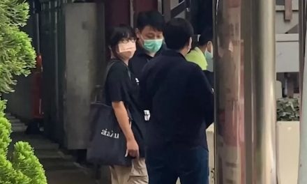 Hong Kong prende ativista e tenta impedir vigília por massacre da Praça da Paz Celestial