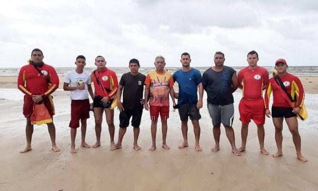 Bombeiros resgatam vítimas de naufrágio no Marajó, durante a operação Corpus Christi