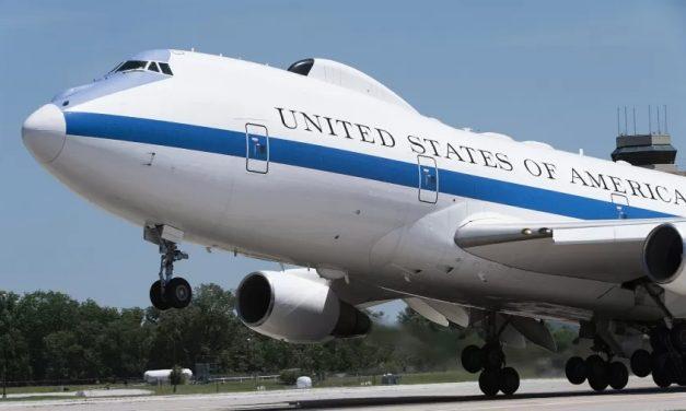 """""""Aviões do fim do mundo"""" abrigam presidentes em caso de guerra nuclear"""