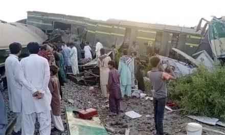 Colisão entre dois trens deixa mais de 30 mortos no Paquistão