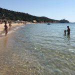 Turistas são multados em mais de R$ 18 mil por levarem areia da praia na Itália