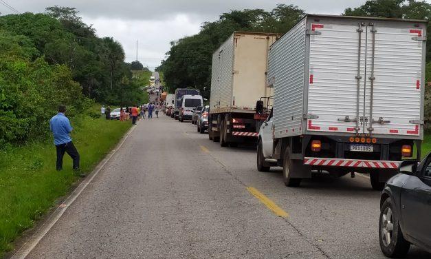 Grave acidente deixa duas pessoas mortas na BR-308
