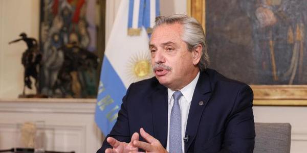 Presidente argentino pede desculpas após frase sobre brasileiros