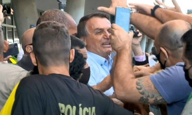 Chegada Bolsonaro ao ES é marcada por tumulto e agressões a oposicionista