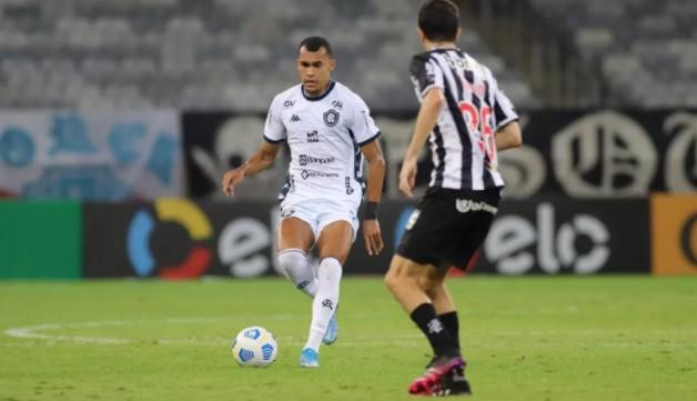 """Romércio projeta """"grande jogo"""" contra o Botafogo e crava: """"vamos brigar na parte de cima da tabela"""""""