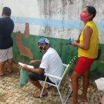 Cascavel, no Ceará, adota vacinação por ordem de chegada e moradores 'dormem na fila' para garantir senha