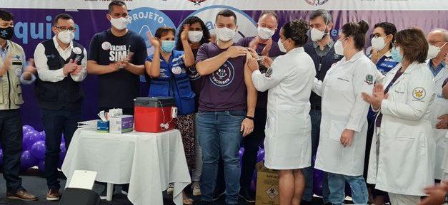 Cidade do ES começa a vacinar população de 18 a 49 anos com meia dose da AstraZeneca para estudo
