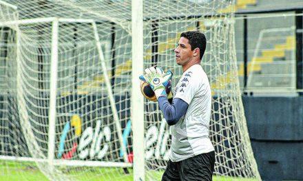 """Goleiro Vinicius: """"Voltamos desatentos e levamos os gols"""""""