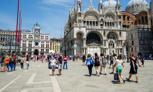 Itália revoga toque de recolher para quase 70% da população