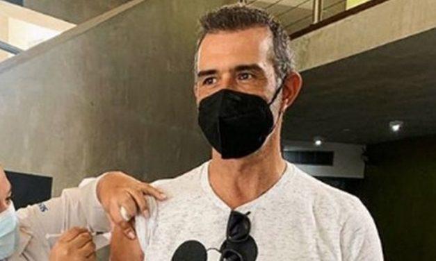 """Marcos Pasquim recebe primeira dose da vacina contra Covid-19: """"Mais um passo perto do abraço"""""""
