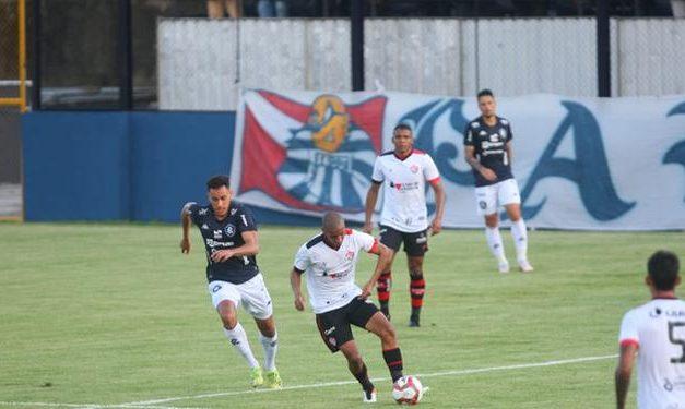 Em tarde quente, Remo e Vitória jogam mal e ficam no empate sem gols no Baenão