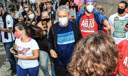 Em seu aniversário de 77 anos, Chico Buarque vai às ruas contra Bolsonaro