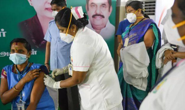 Ao menos 2 mil indianos são vítimas de golpe com vacinas falsas contra covid