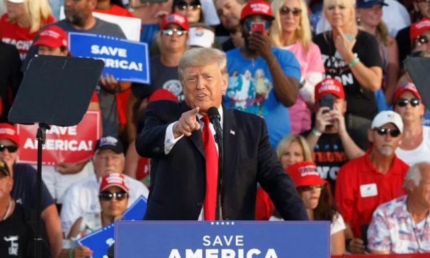 Trump reaparece em comício de campanha para eleições do Congresso americano
