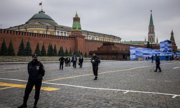 Variante Delta da Covid leva a mais restrições pelo mundo e a recorde de mortes em Moscou