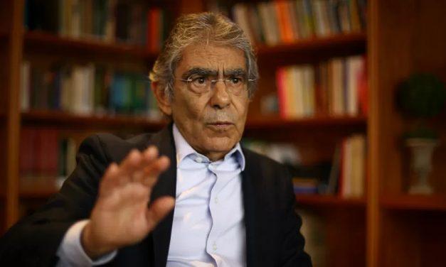 """Ex-presidente do STF: Bolsonaro não governa """"nos termos da Constituição"""""""