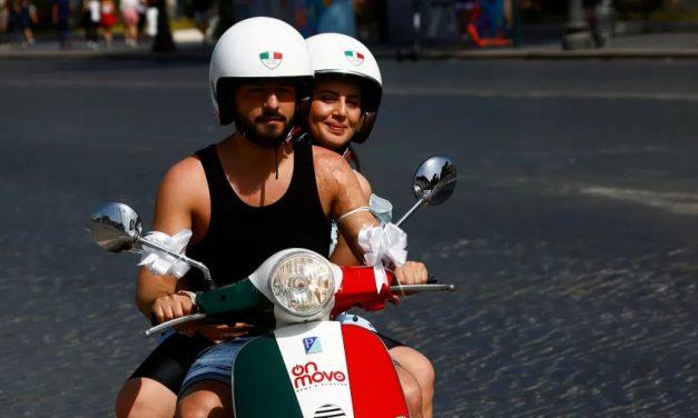 Com 'baixo risco' de contágio, Itália suspende uso de máscara ao ar livre