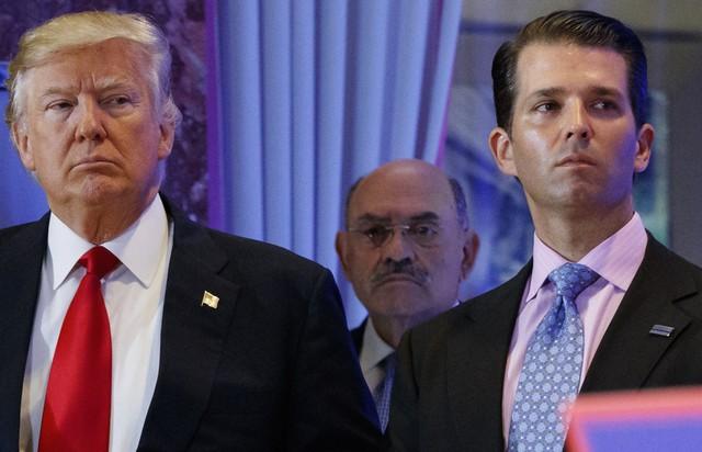 Diretor financeiro das empresas de Trump se apresenta à Justiça