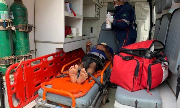 Morador em situação de rua é atropelado por motocicleta em Tailândia