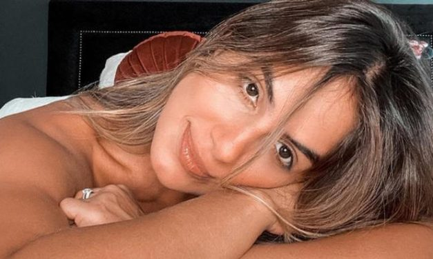 """Carol Peixinho ostenta shape impecável de biquíni e deixa web boquiaberta: """"Grande dia"""""""