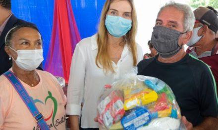 Famílias do bairro do Curuçambá recebem doação de cestas básicas